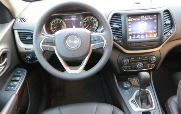 2014 Jeep Cherokee - steering wheel and instrument panel