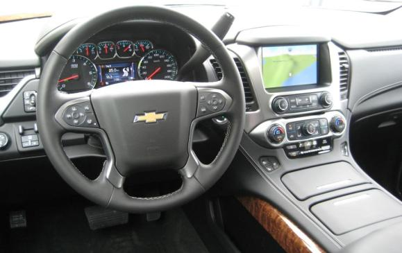 2015 Chevrolet Tahoe - steering wheel and instrument panel
