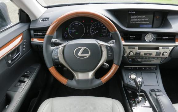 2013 Lexus ES350 - steering wheel and instrument panel