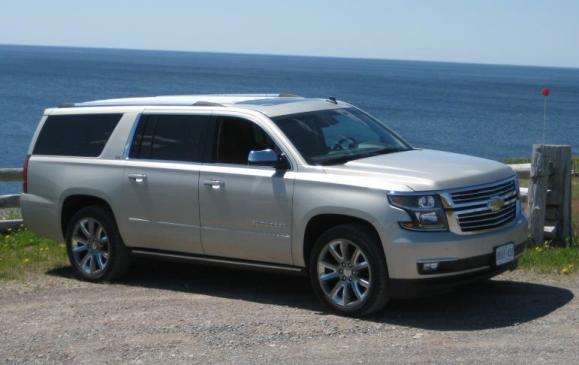 2015 Chevrolet Suburban - front 3/4 view