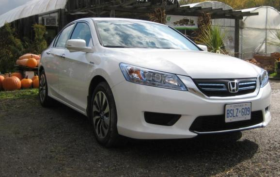 2014 Honda Accord Hybrid - front 3/4 view low