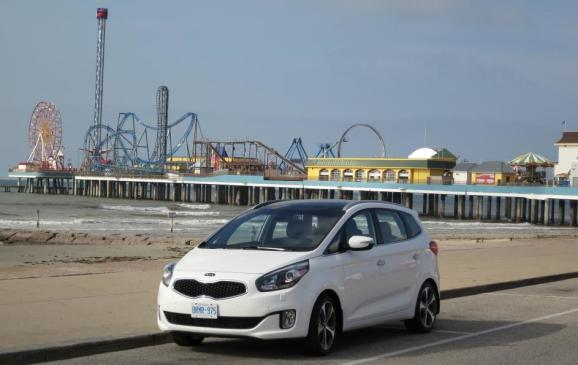 2014 Kia Rondo - front 3/4 beauty shot