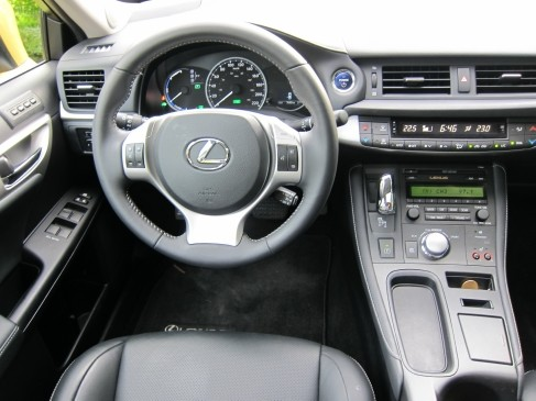 Lexus CT200h 2011 review in