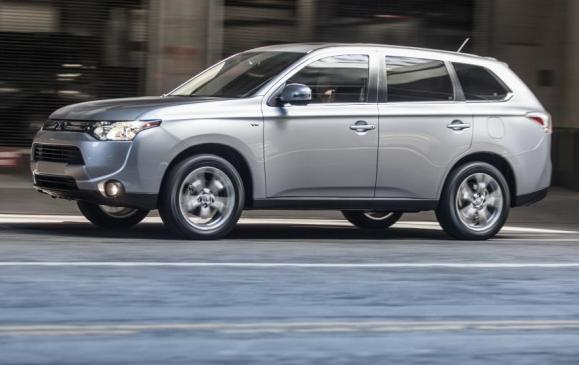 2014 Mitsubishi Outlander - side view motion