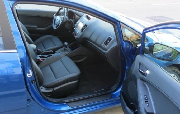 2014 Kia Forte - front seats