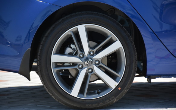 <p>Depending on which trim level you choose, the Forte can look a lot different based on what type of wheel it sits on. For the base LX model, it comes standard with 15-inch steel wheels. If you move up the chain, even to the LX  level, it will be fitted with 16-inch alloys or stunning 17-inchers from EX  and up. Moving up to the alloys gives the Forte a significant boost in the looks department.</p>