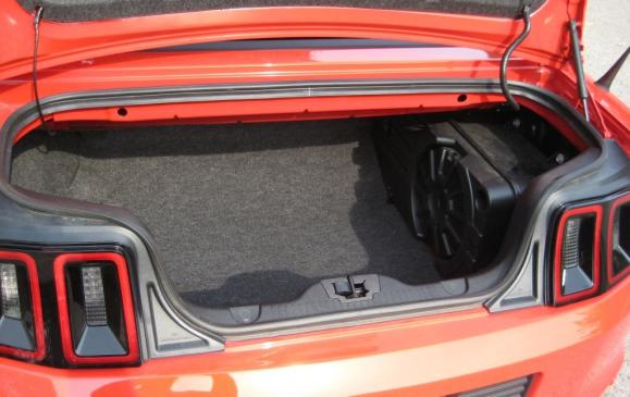 2013 Ford Mustang GT convertible - trunk