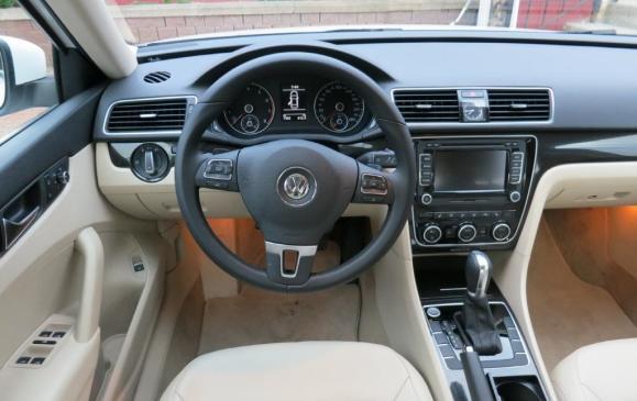 2012 Volkswagen Passat - Instrument Panel