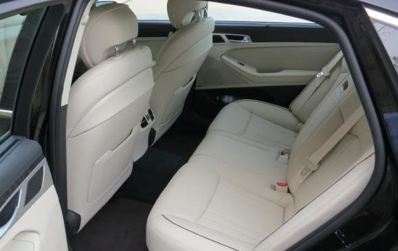 2015 Hyundai Genesis - rear seats