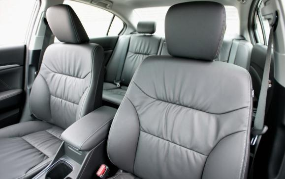 2013 Honda Civic sedan - front seats with leather trim