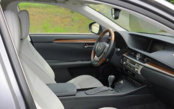 2013 Lexus ES300h - front seat