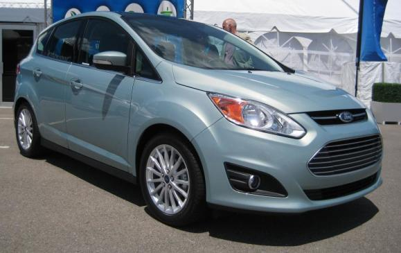 2013 Ford C-MAX utility vehicle - front 3/4 view