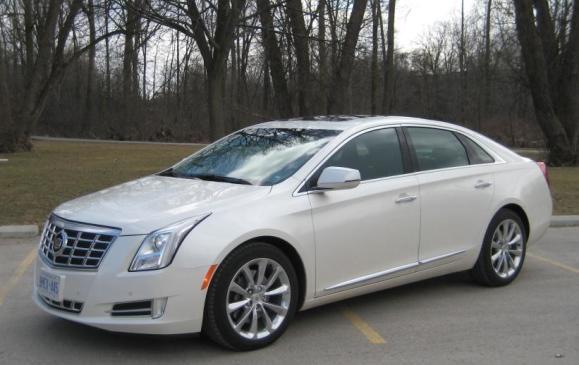 2013 Cadillac XTS -side 3/4 view