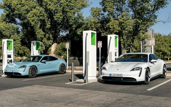 Porsche Taycan Owners Get Complimentary Charging For Three Years Autofile Ca
