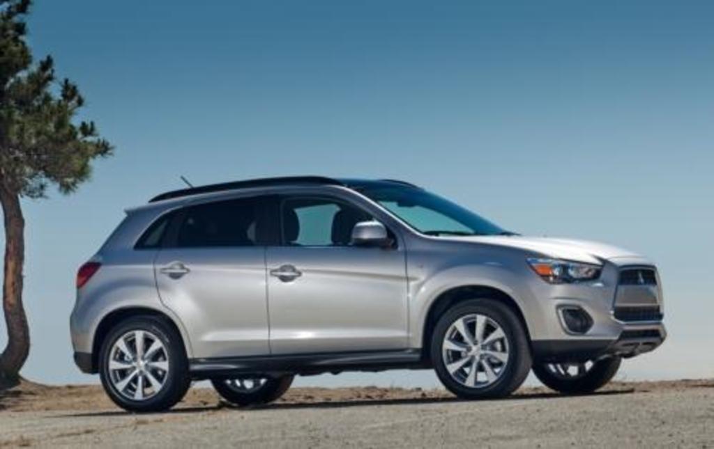 Subaru and Mitsubishi tops in small CUV crash tests