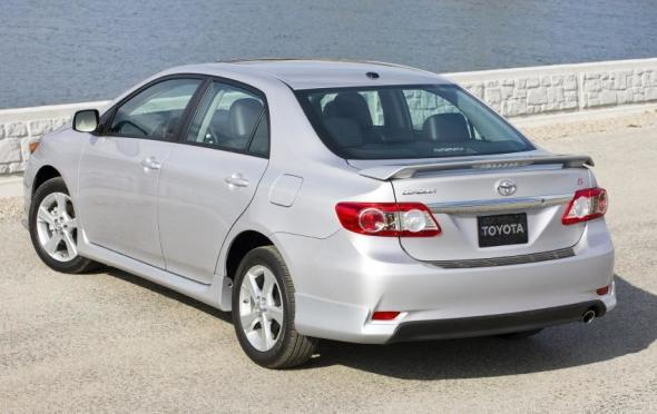 2013 Toyota Corolla   Rear 3/4 View