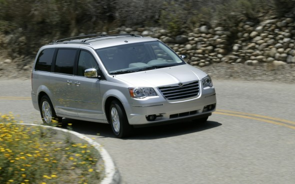 Chrysler Recalls 212 000 For Airbag Problems Autofile Ca