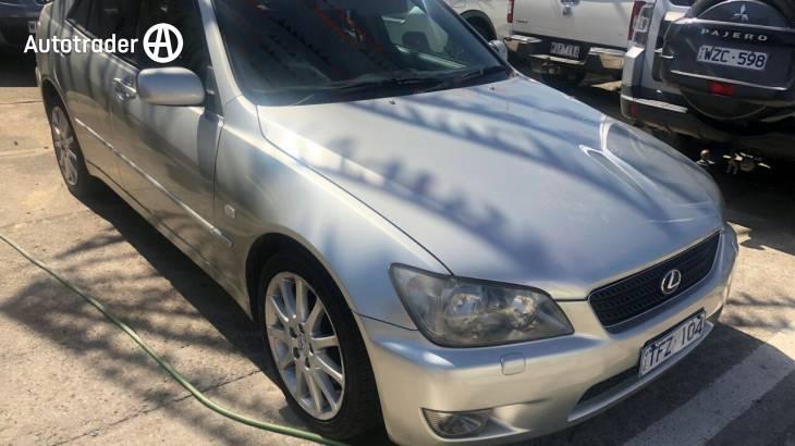 2004 Lexus IS200