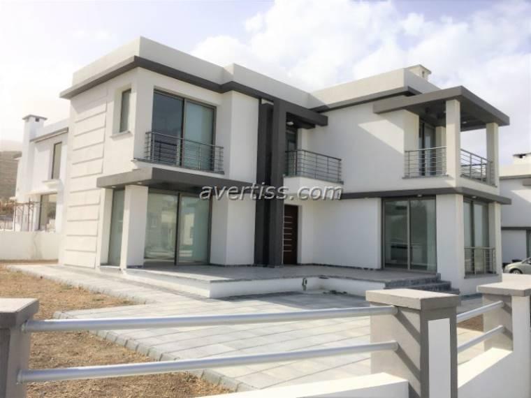 Kuzey Kıbrıs - Girne Alsancak Satılık Villa-Müstakil 2835