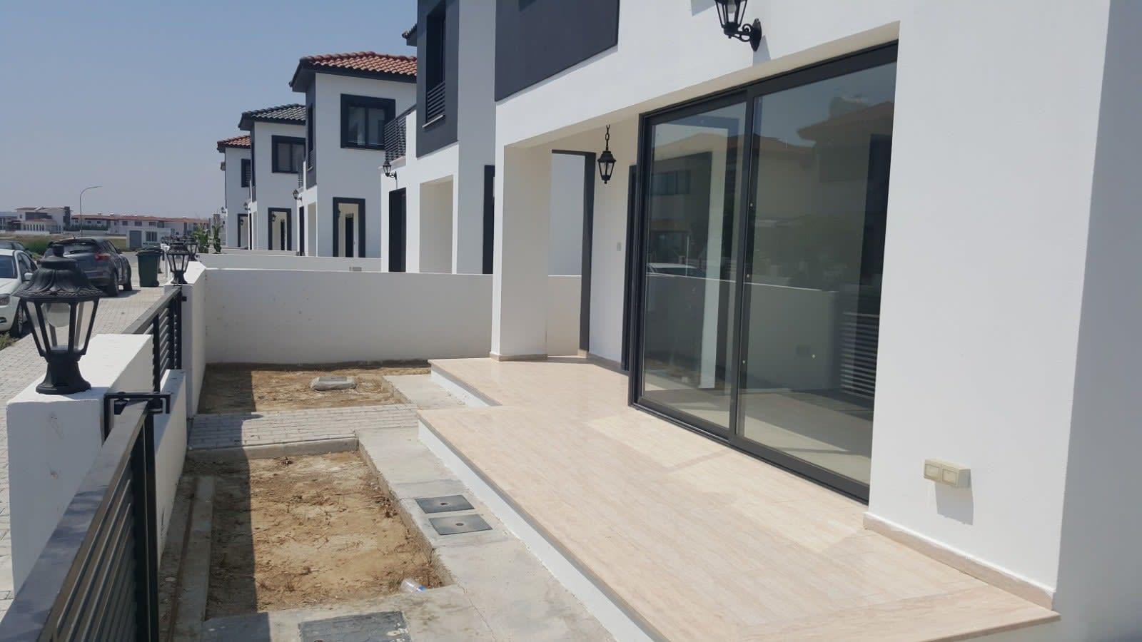Yenikent'te 4 Yatak Odalı Satılık Havuzlu ve Türk Malı Villa 5263