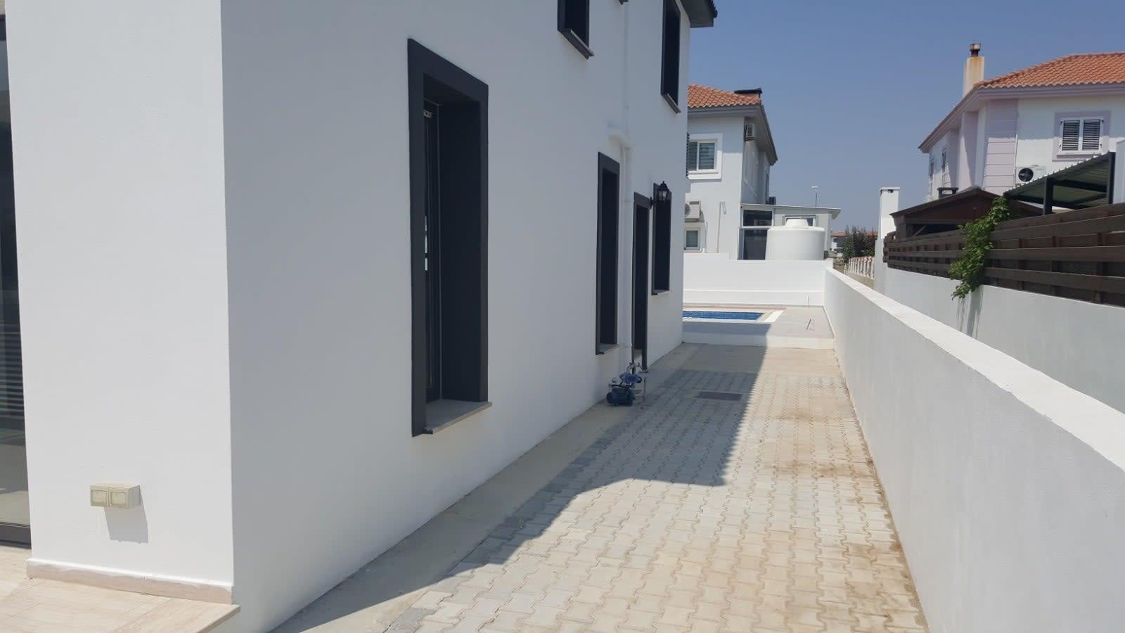 Yenikent'te 4 Yatak Odalı Satılık Havuzlu ve Türk Malı Villa 5264