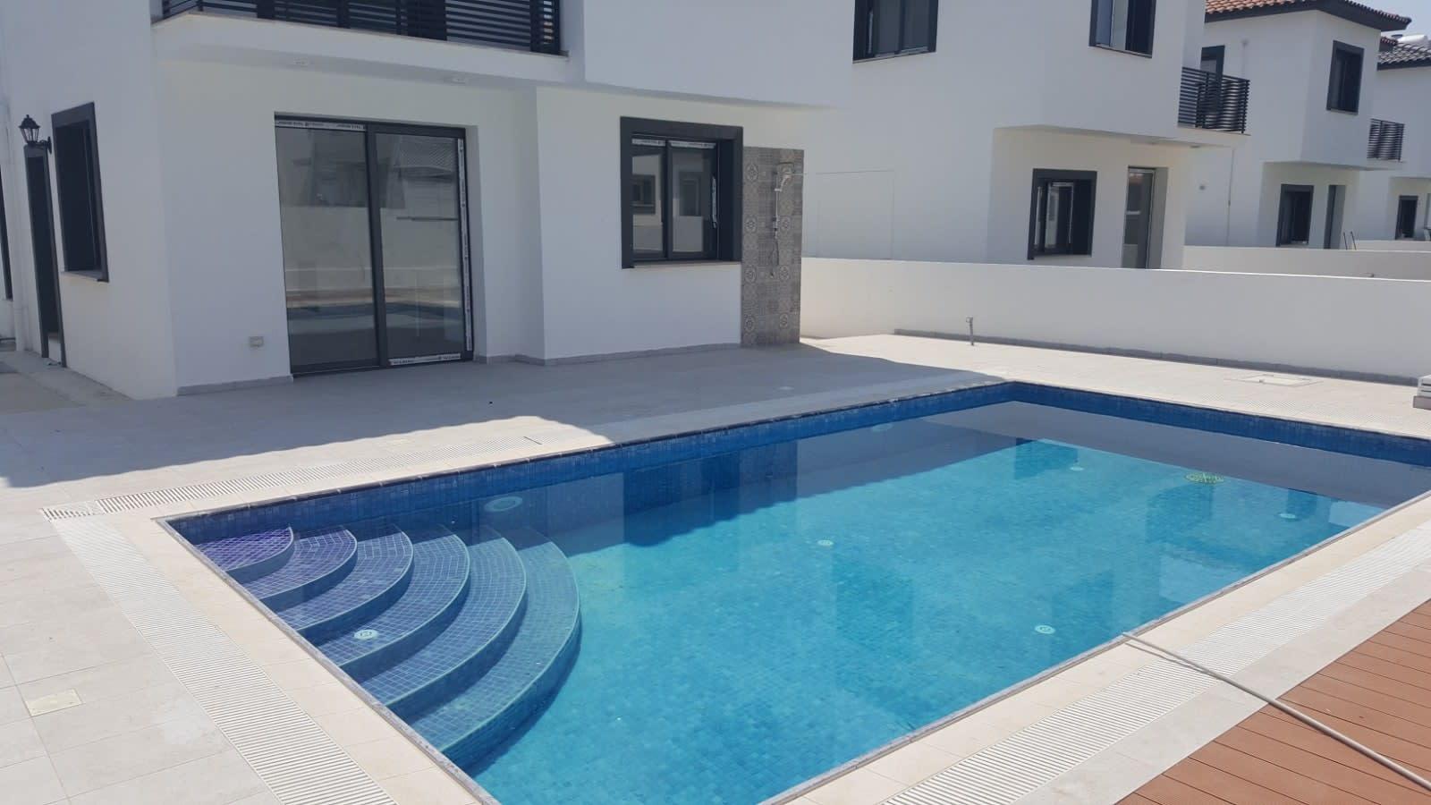 Yenikent'te 4 Yatak Odalı Satılık Havuzlu ve Türk Malı Villa 5265