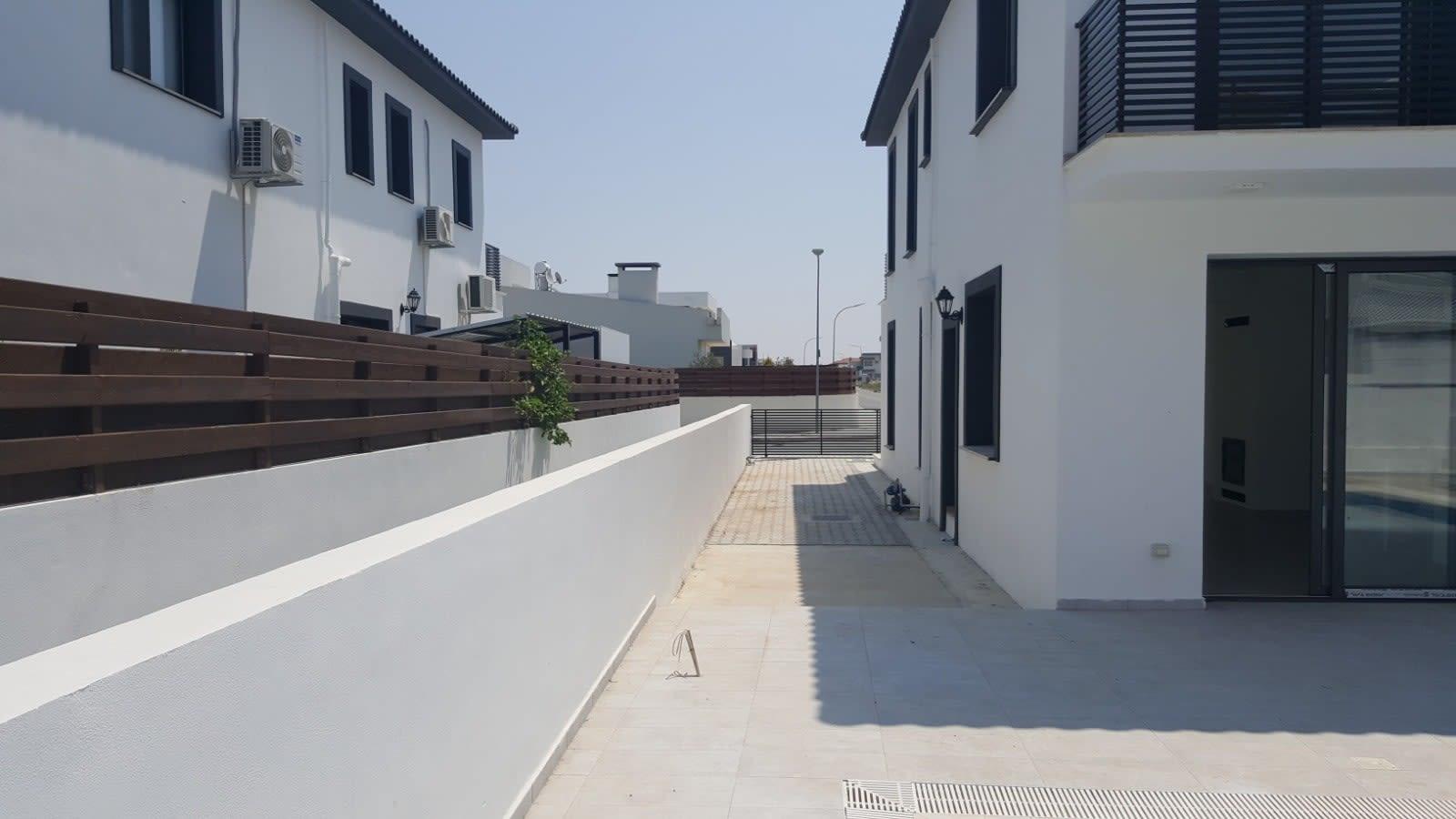 Yenikent'te 4 Yatak Odalı Satılık Havuzlu ve Türk Malı Villa 5272