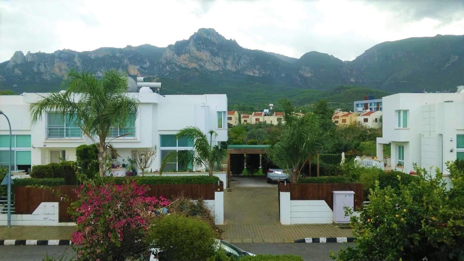 Karoğlanoğlu Lemon Park'ta Ortak Havuzlu ve Geniş Bahçeli 3+1 İkiz-Villa 5484