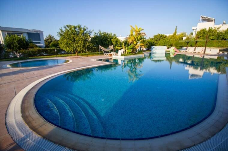 Karoğlanoğlu Lemon Park'ta Ortak Havuzlu ve Geniş Bahçeli 3+1 İkiz-Villa 5487