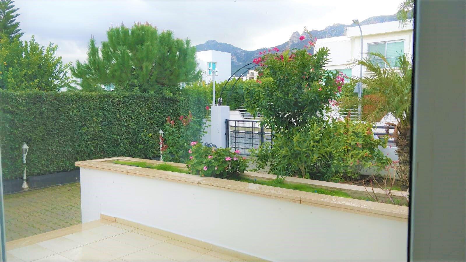 Karoğlanoğlu Lemon Park'ta Ortak Havuzlu ve Geniş Bahçeli 3+1 İkiz-Villa 5490