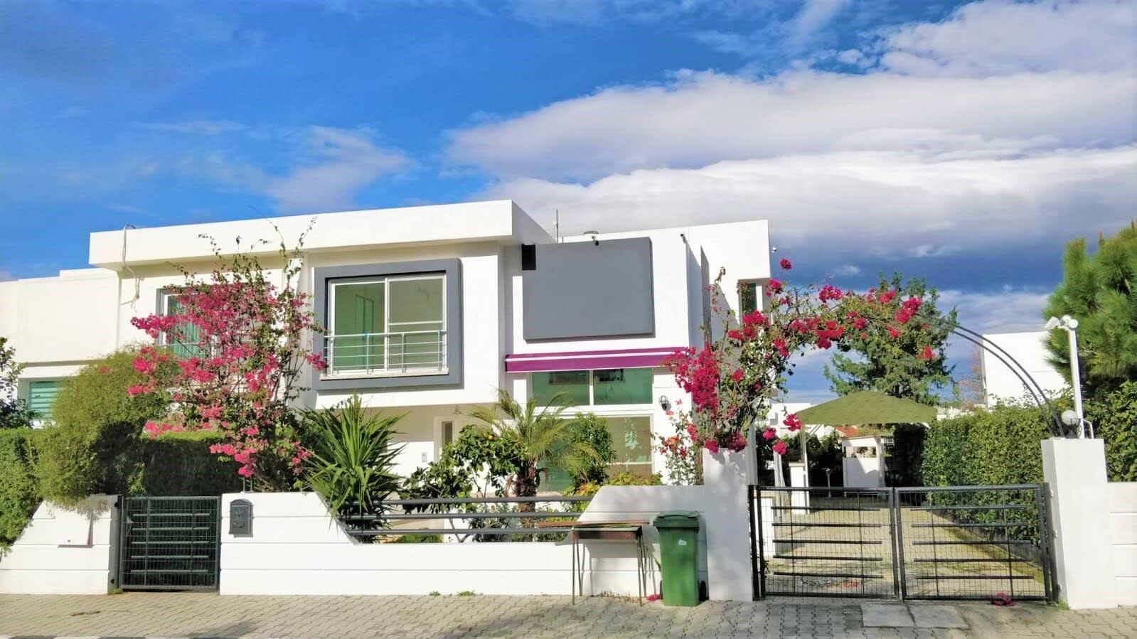 Karoğlanoğlu Lemon Park'ta Ortak Havuzlu ve Geniş Bahçeli 3+1 İkiz-Villa 5528