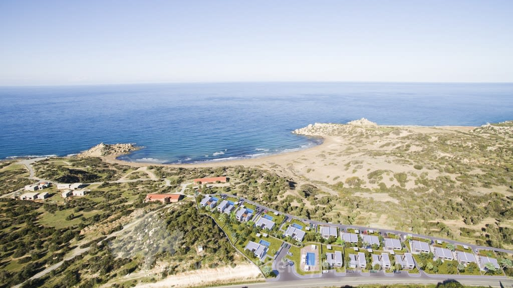 3 Yatak Odalı Alagadi'de Konumlandırılmış Havuzlu Satılık Villa 7004