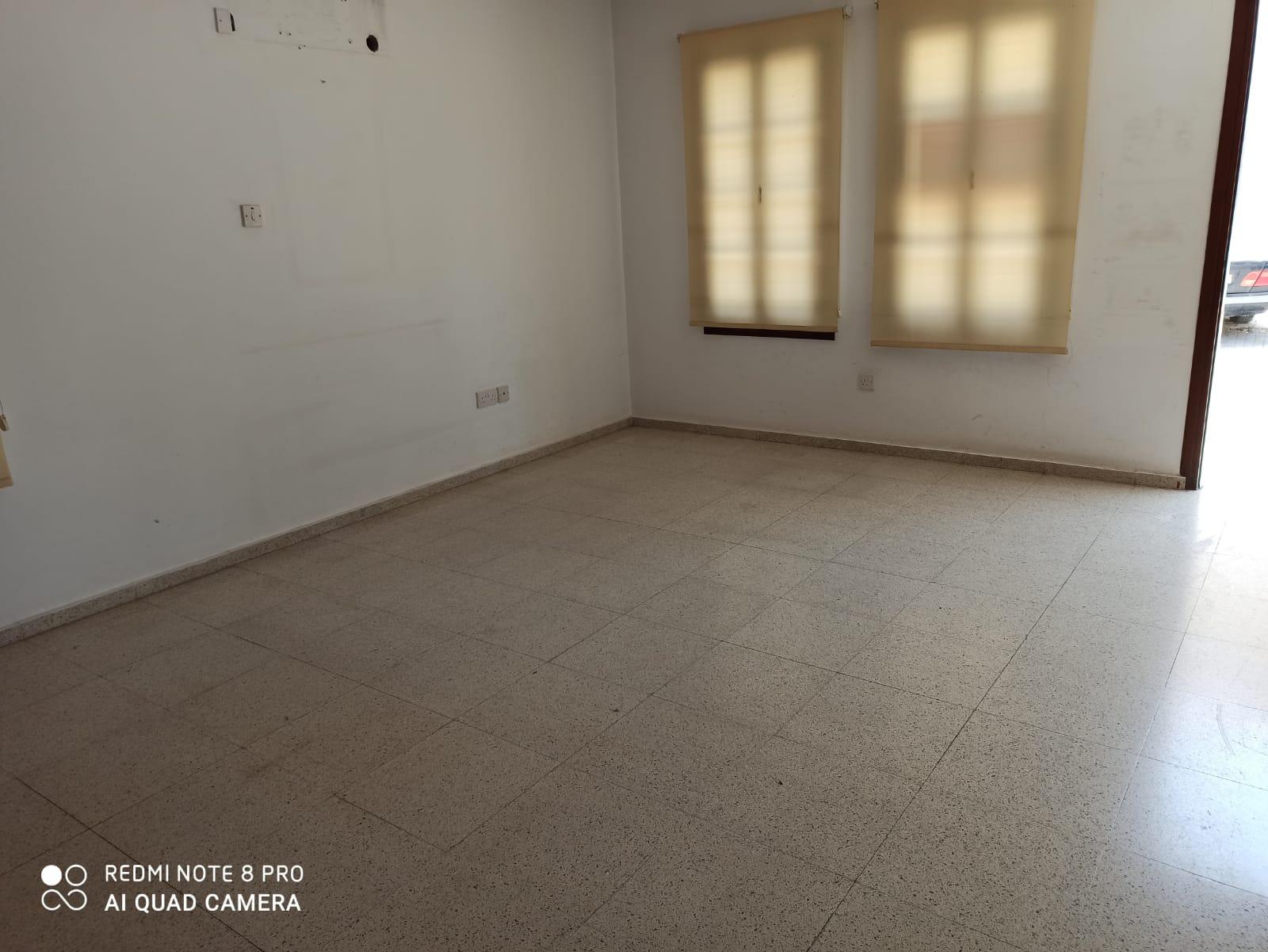 Girne Merkez Mahkemeler Bölgesinde 1+1 Kiralık Ofis  8832