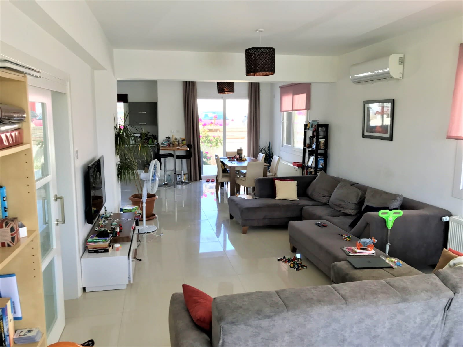 Lefkoşa'nın En Prestij Villa Bölgesi Yenikent'te Türk Malı Modern Villa  9703