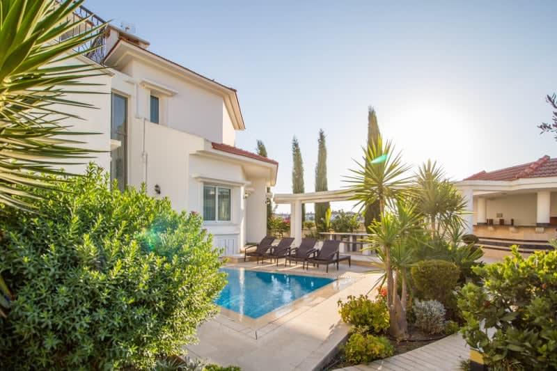 Kuzey Kıbrıs - Yenikent'de Satılık  Lüx Villa-Müstakil 9807