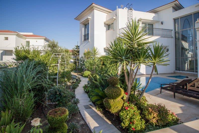 Kuzey Kıbrıs - Yenikent'de Satılık  Lüx Villa-Müstakil 9821