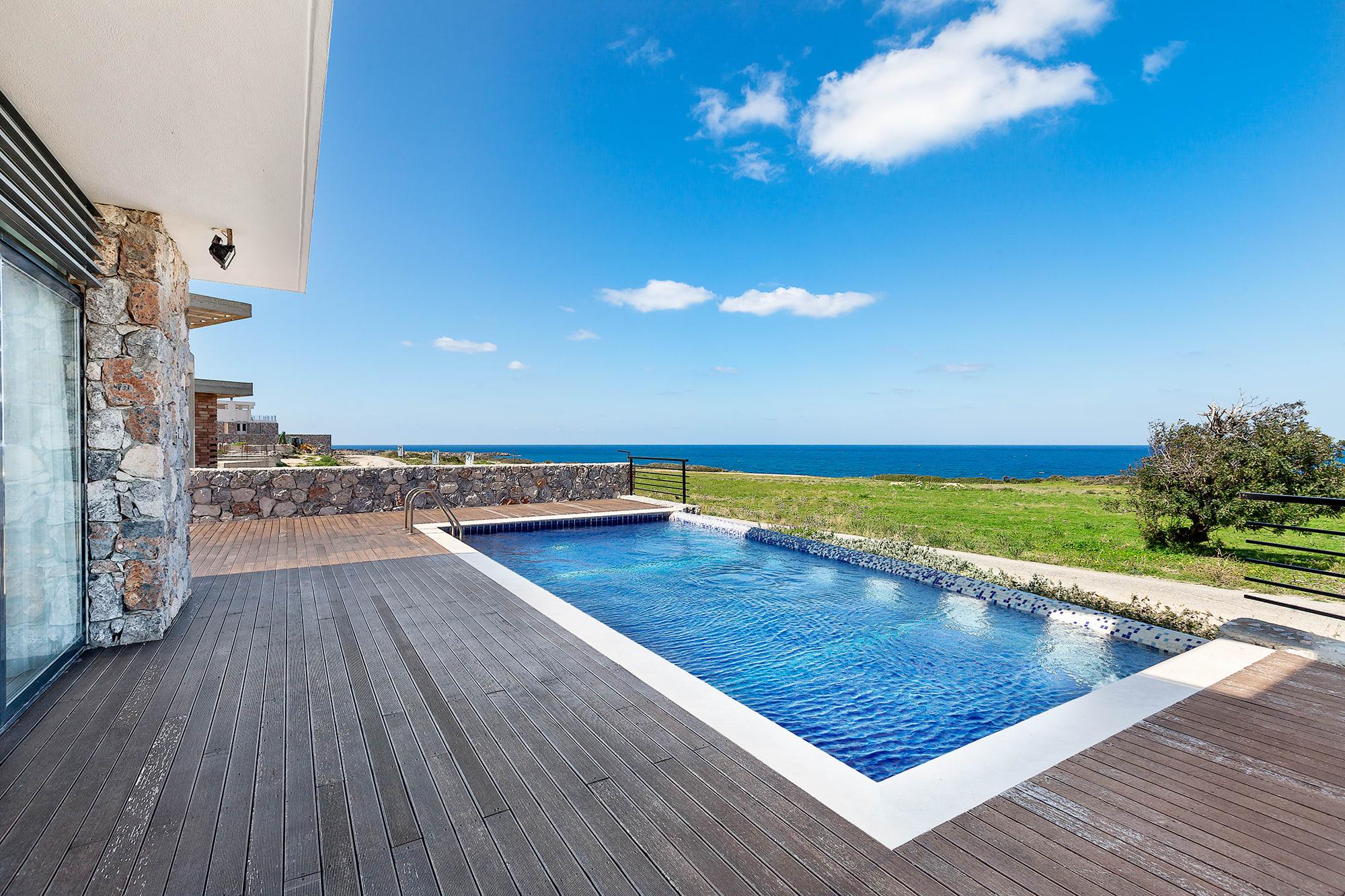 Bahçeli'de Satılık Denize Sıfır 3 Yatak Odalı ve Özel Havuzlu Villalar 9858