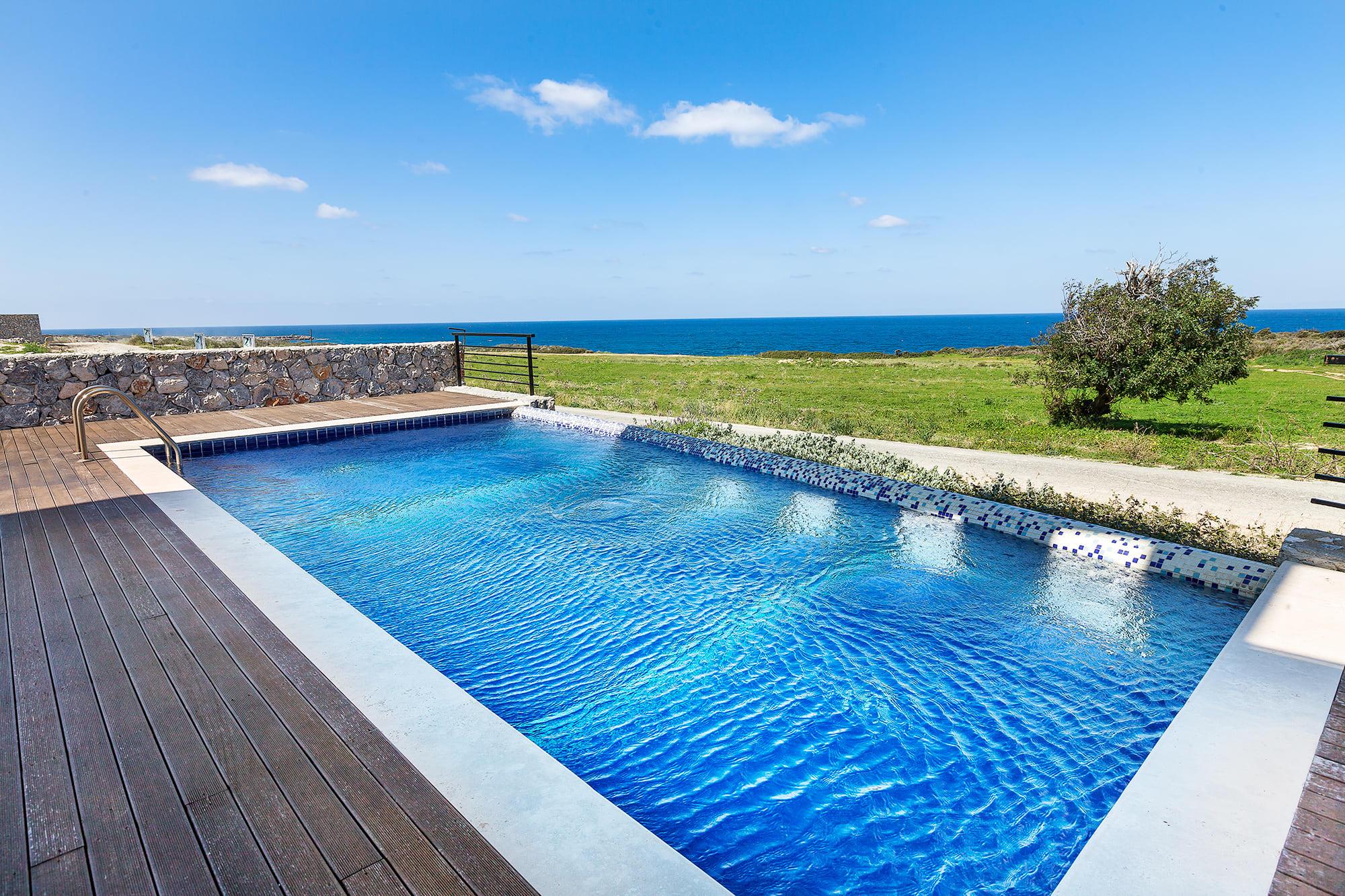 Bahçeli'de Satılık Denize Sıfır 3 Yatak Odalı ve Özel Havuzlu Villalar 9859