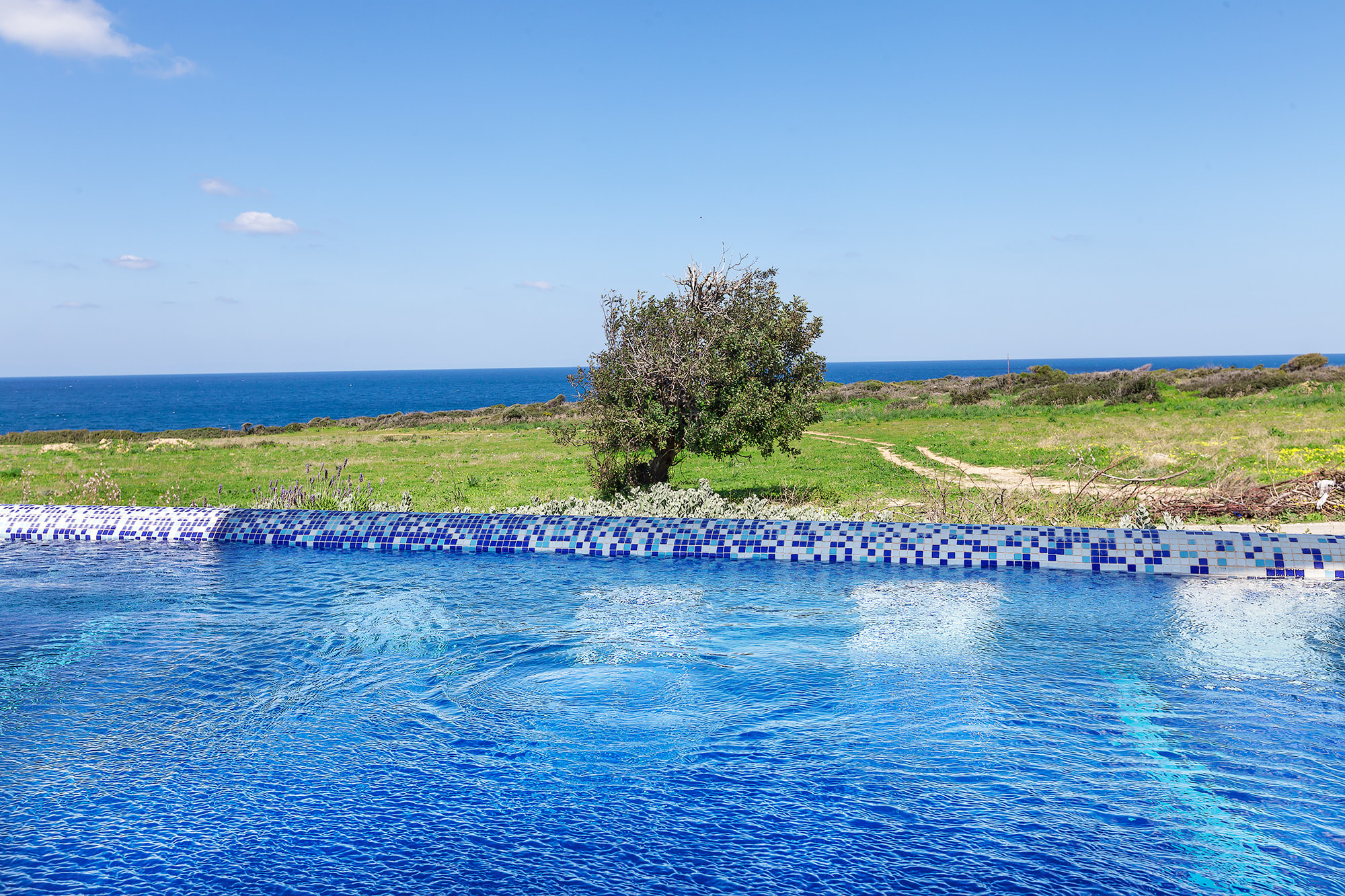 Bahçeli'de Satılık Denize Sıfır 3 Yatak Odalı ve Özel Havuzlu Villalar 9860