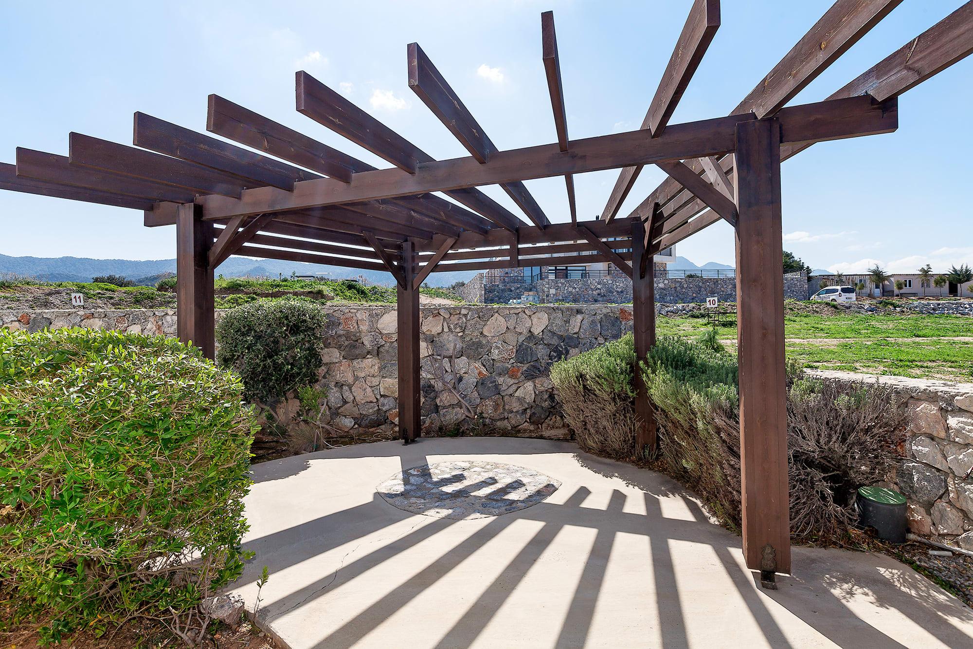 Bahçeli'de Satılık Denize Sıfır 3 Yatak Odalı ve Özel Havuzlu Villalar 9862