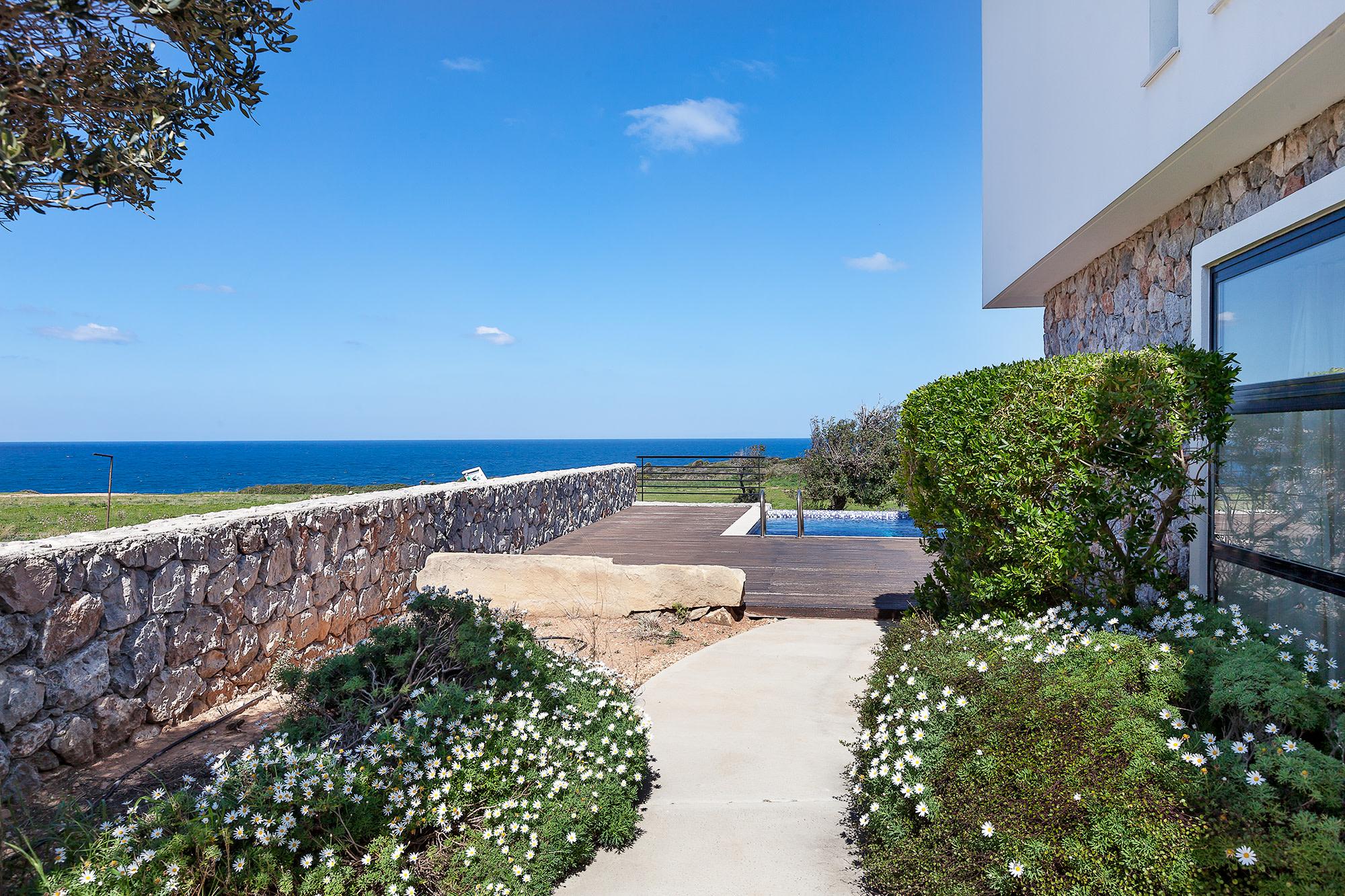 Bahçeli'de Satılık Denize Sıfır 3 Yatak Odalı ve Özel Havuzlu Villalar 9863