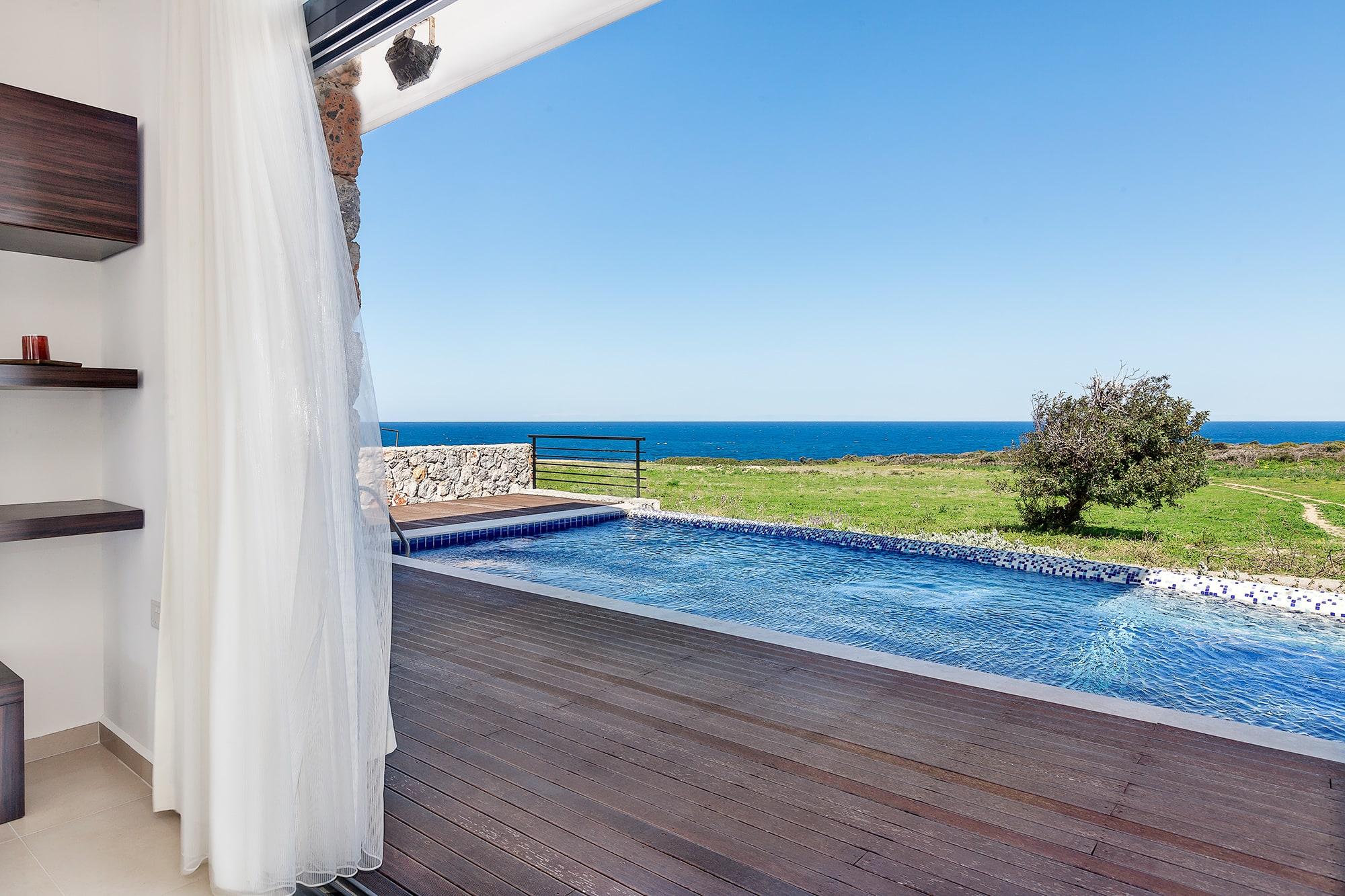 Bahçeli'de Satılık Denize Sıfır 3 Yatak Odalı ve Özel Havuzlu Villalar 9866