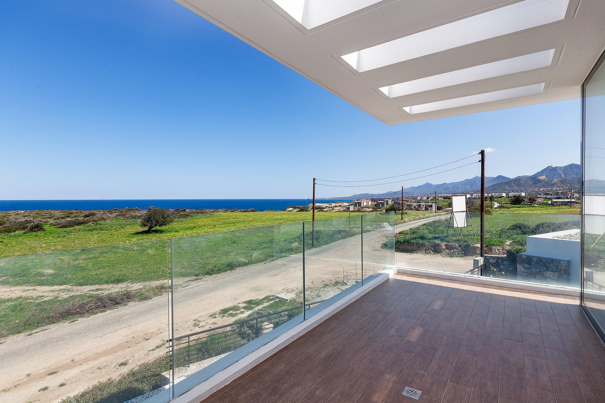 Bahçeli'de Satılık Denize Sıfır 3 Yatak Odalı ve Özel Havuzlu Villalar 9875