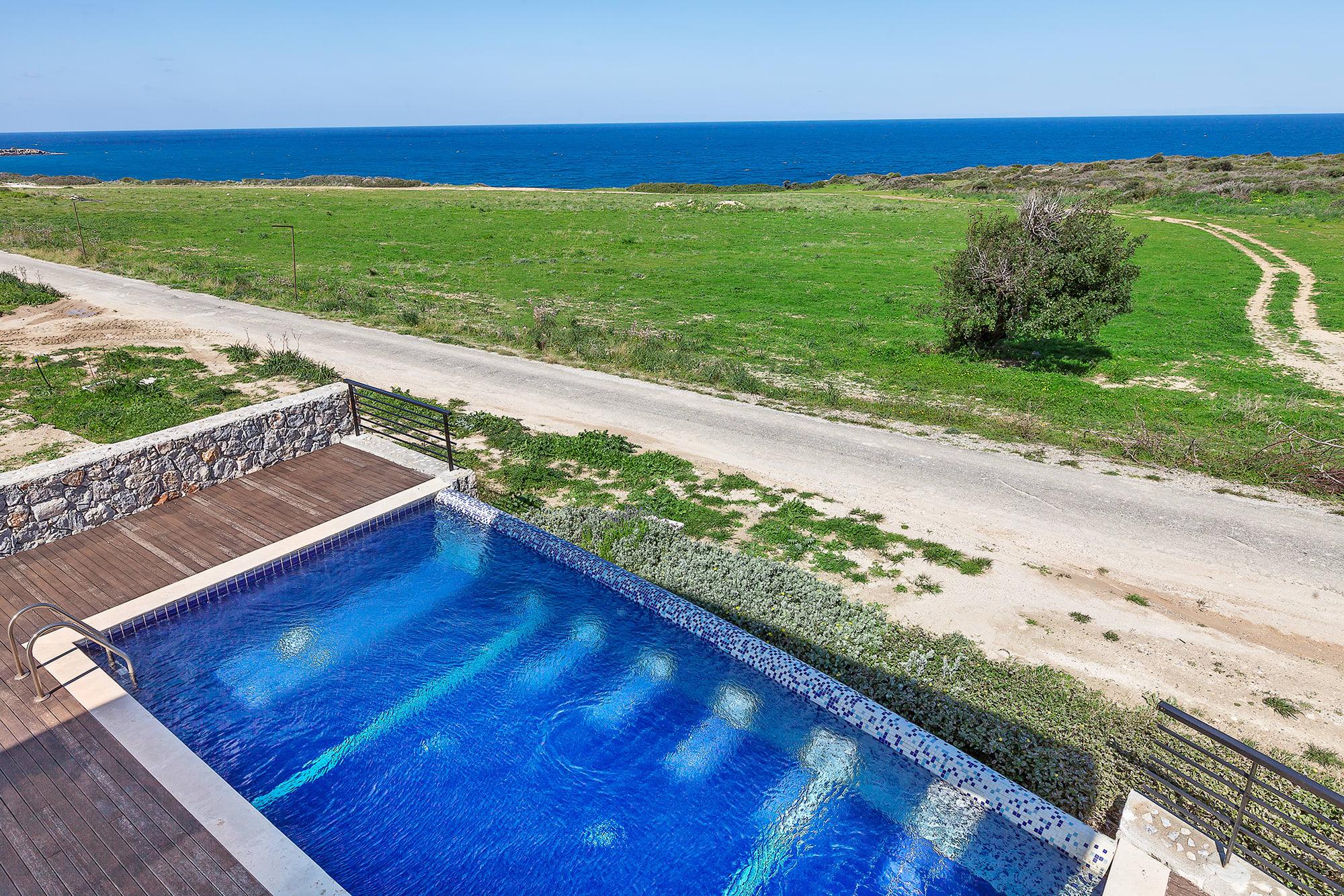 Bahçeli'de Satılık Denize Sıfır 3 Yatak Odalı ve Özel Havuzlu Villalar 9876