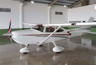 Cessna Skylane C182 2001