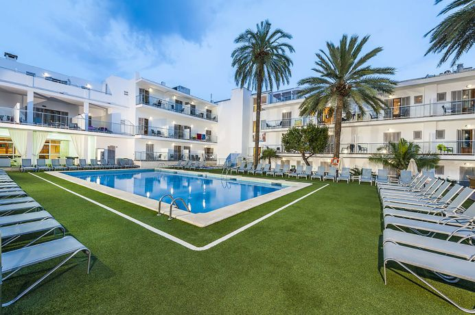 Pool am Hotel Eix Alcudia auf Mallorca