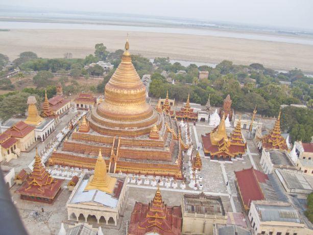 Die Bagan Shwezigon Pagode aus der Vogelperspektive