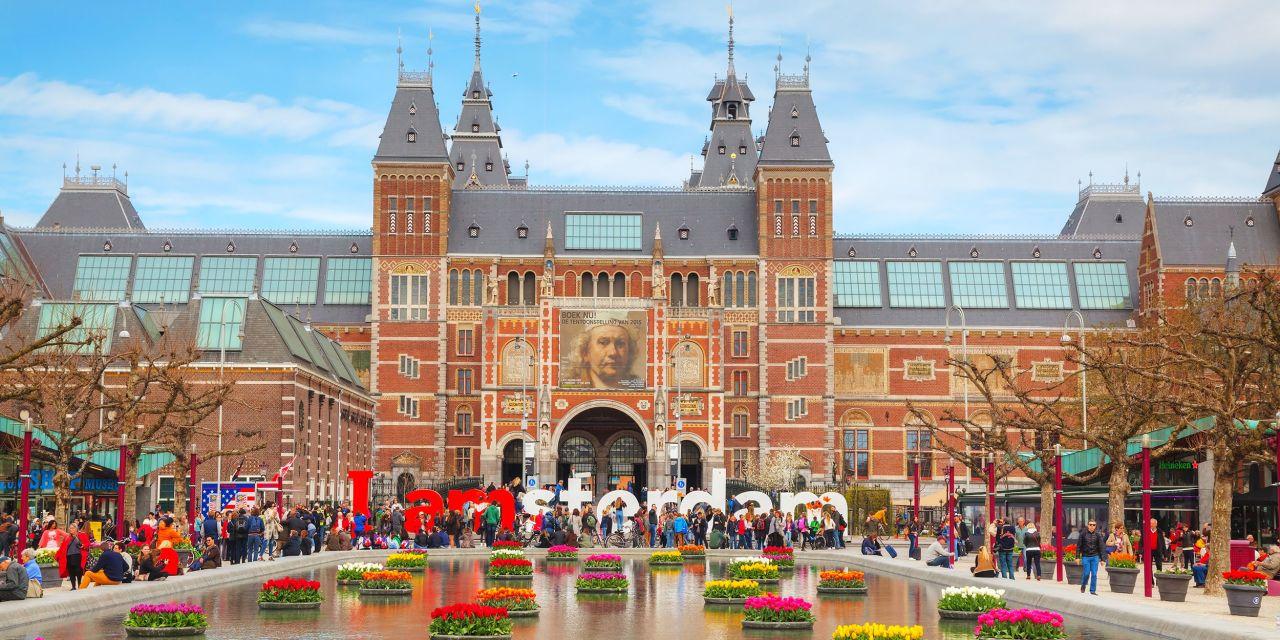 Blick auf das Rijksmuseum in Amsterdam