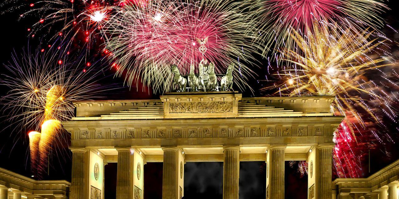 Feuerwerk überm Brandenburger Tor