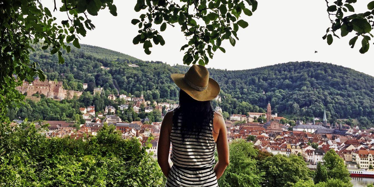 Reisebloggerin Susi Maier auf dem Philosophenweg bei Heidelberg